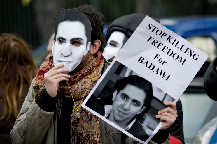 Rome, Italy. 9th January 2014 -- Protestors with masks of Raif Badaw, protesting against the request of the death penalty and calling for the release of blogger. -- Sit-in in front of the Embassy of Saudi Arabia to protest against the execution and ask for the immediate release of journalist and blogger Saudi Raif Badawi imprisoned on charges of apostasy.