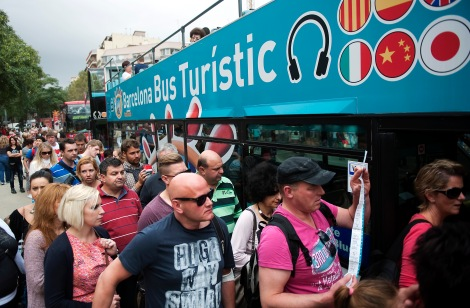 turistes-esperen-turistic-FRANCESC-MELCION_ARAIMA20140915_0204_1